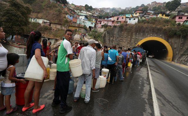 Politična, gospodarska in socialna kriza je v Venezueli prizadela vse sloje prebivalstva. Foto: Ivan Alvarado/Reuters