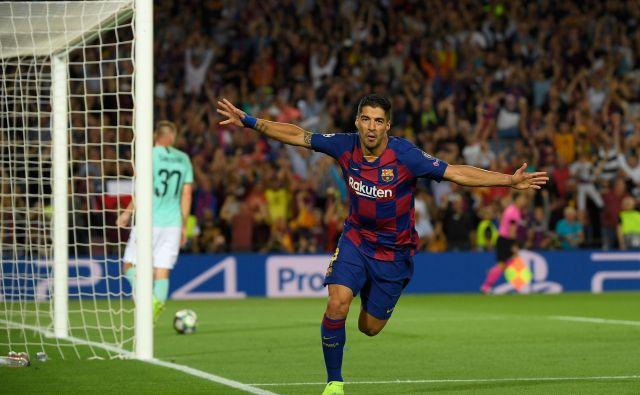 Barcelona je z goloma Luisa Suareza na štadionu Camp Nou le strla črno-modrega žilavega tekmeca iz Milana za prvo zmago v skupini. FOTO: AFP