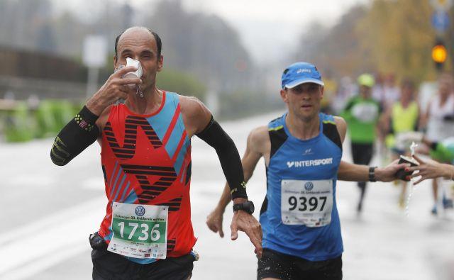 Večina dobrih tekačev v zadnjih tednih pred maratonom prehrane skoraj ne spreminja. Foto Leon Vidic/Delo