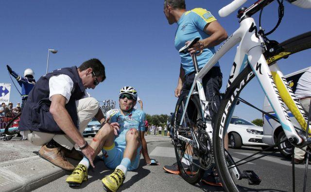 Jani Brajkovič se je v svoji bogati kolesarski karieri že ničkolikokrat znašel na asfaltu in tudi na dirki Po Hrvaški v današnji 2. etapi ni imel sreče. FOTO: Reuters