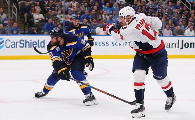 Češki hokejist Jakub Vrana je v podaljšku zabil gol za zmago Washingtona nad St. Louisom. FOTO: AFP