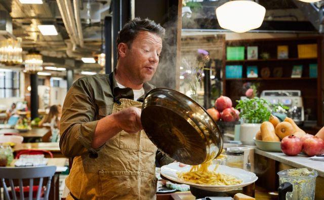 Prejšnji mesec so začeli na britanski postaji Channel 4 predvajati novi šov Jamieja Oliverja Jamiejevi brezmesni obedi. Foto Promocijsko Gradivo