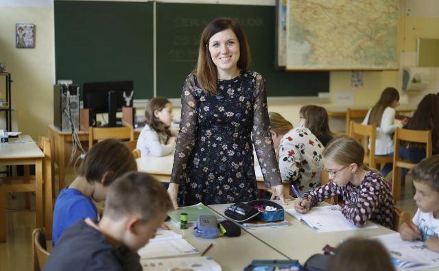 »Ko sem prvič stopila v razred, sem vedela, da sem doma,« pravi ena izmed nagrajenih učiteljic Nina Jelen z OŠ Ivana Skvarče iz Zagorja ob Savi. FOTO: Leon Vidic/Delo