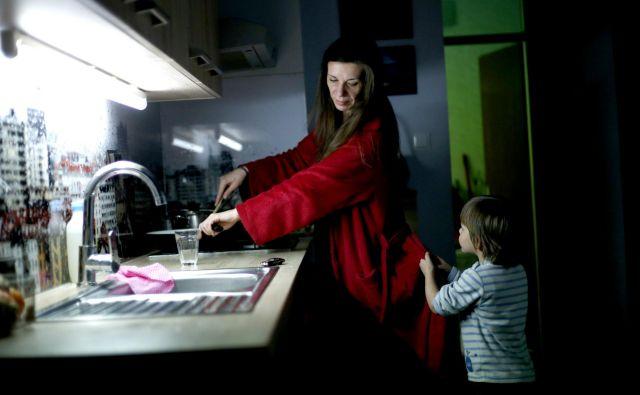 Med 9964 prejemniki dodatka za aktivnost je 1268 enostarševskih družin, od tega je 422 oseb v delovnem razmerju. FOTO: Roman Šipić