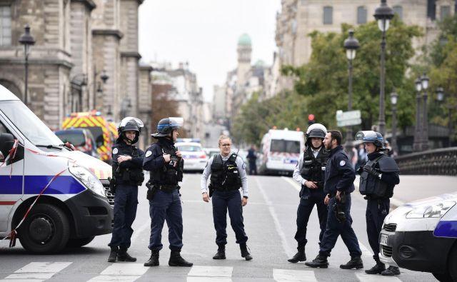 Napad se je zgodil le dan po tem, ko so francoski policisti stavkali zaradi vse pogostejšega nasilja nad njimi. FOTO: Martin Bureau/AFP