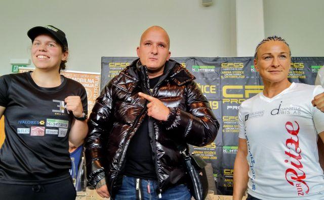 Ema Kozin (levo) in Maria Lindberg (desno) napovedujeta razburljiv dvoboj. Emin trener Rudolf Pavlin ne dvomi, da bo stožiški ring kot zmagovalkav nedeljo zapustila njegova varovanka. FOTO: Miha Šimnovec