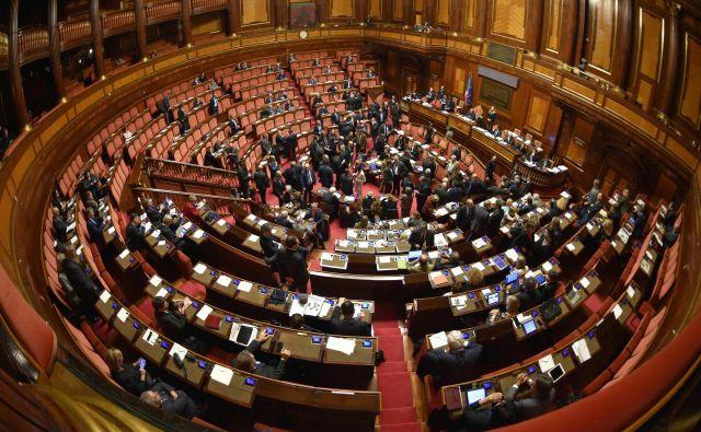 V italijanskem senatu bo po naslednjih volitvah sedelo le še 200 od sedanjih 315 senatorjev. Foto Andreas Solaro/Afp