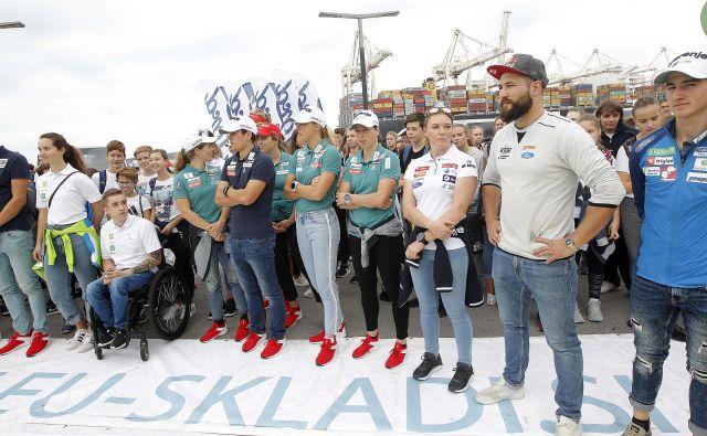 Sredi priprav so se člani slovenske smučarske družine zbrali na Obali.