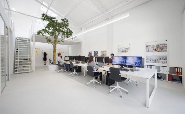 Kako je videti sodobna pisarna? Primer slovenske prakse, delo podjetja Kragelj arhitekti. Foto Janez Marolt