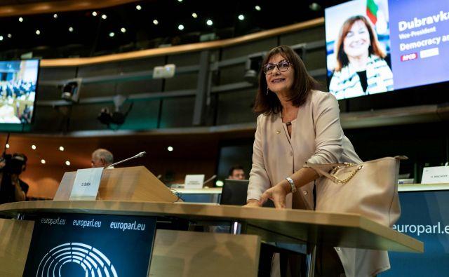 Hrvaška kandidatka za podpredsednico demokracije in demografije sicer ni pojasnila, od kod ji ogromno premoženje, vendar je zaslišanje prestala brez težav. Foto: Afp