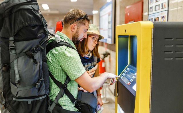 mBills olajša tudi plačevanje v tujini. FOTO: mBills