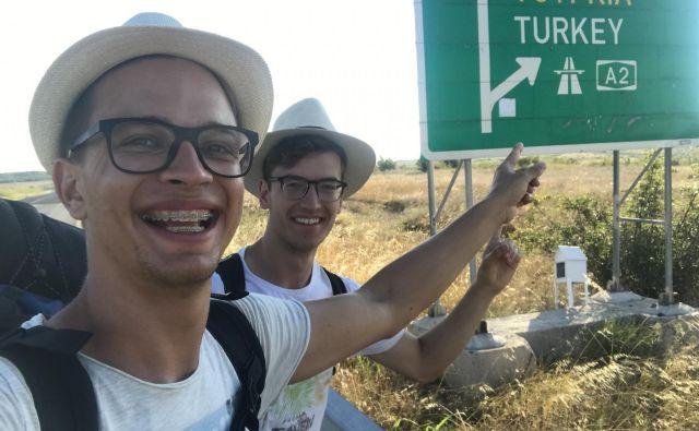 Dvajsetletnika Nik Skerbiš iz Celja in Dominik Polanc iz Laškega sta to poletje preizkusila staromodni način potovanja– avtoštop. FOTO: Osebni arhiv