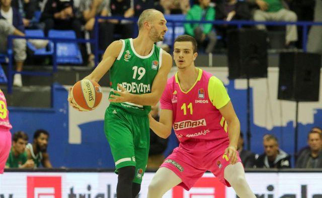 Marko Simonović (levo) je s 24 točkami zasenčil svojega mladega soimenjaka (desno), ki je v prejšnji sezoni igral v Stožicah. FOTO: ABA