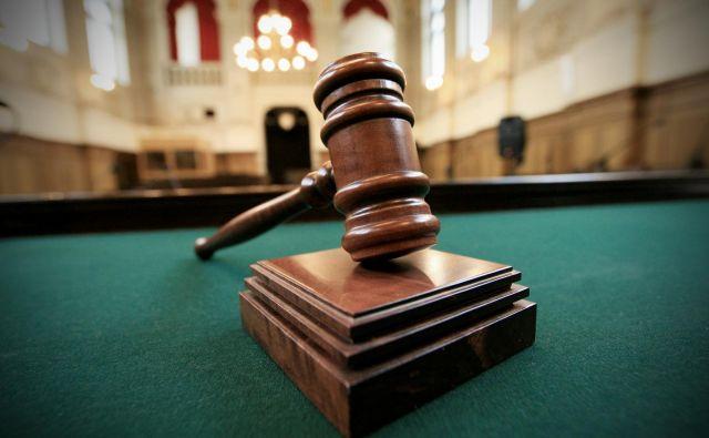 Obtoženi, tudi sam sodnik, ni ravnal ravno spoštljivo in ni hotel poslušati sodbe. FOTO: Uroš Hočevar