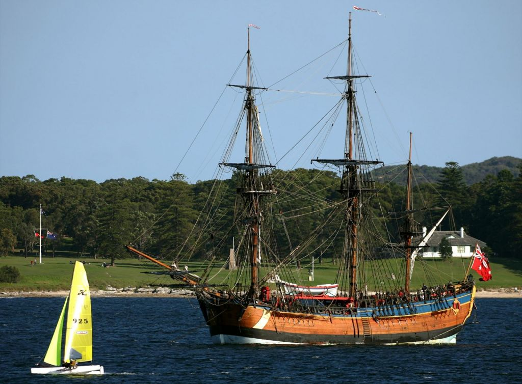 Obeležitev Cookovega vplutja sproža razpravo o kolonialni preteklosti