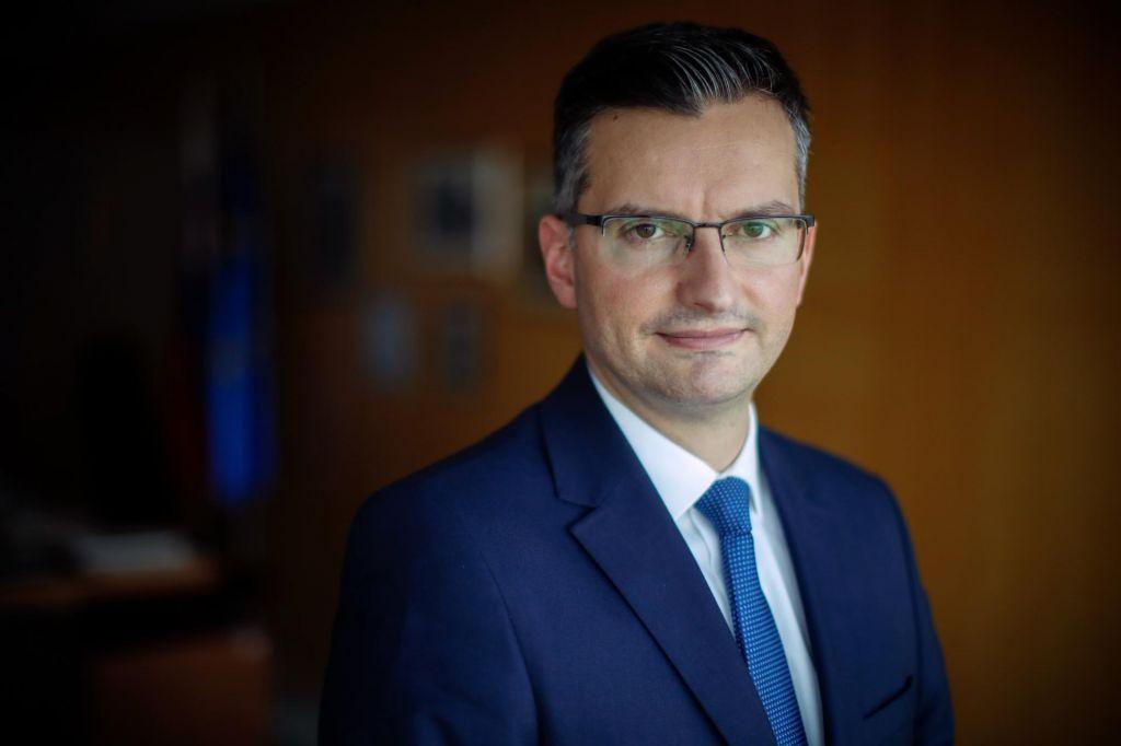 Šarčev odziv na možno obdavčitev Krisa, s problemom seznanjen tudi Pahor