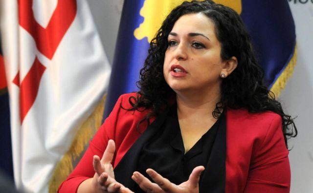 Če bo Demokratska liga Kosova osvojila največ glasov, ima pravnica Vjosa Osmani dobre možnosti, da kot prva ženska prevzame vodenje kosovske vlade. FOTO: Laura Hasani/Reuters
