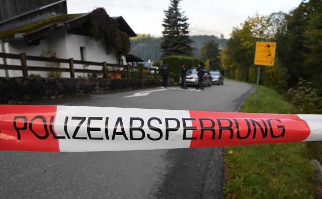 Do tragedije, po kateri se je storilec predal policistom, je prišlo na dekletovem domu. FOTO: AFP