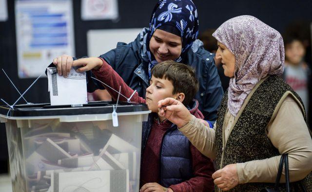 Za 120 poslanskih sedežev, od katerih jih je 20 rezerviranih za narodne manjšine, se je potegovalo 1060 kandidatov. FOTO: Armend Nimani/AFP