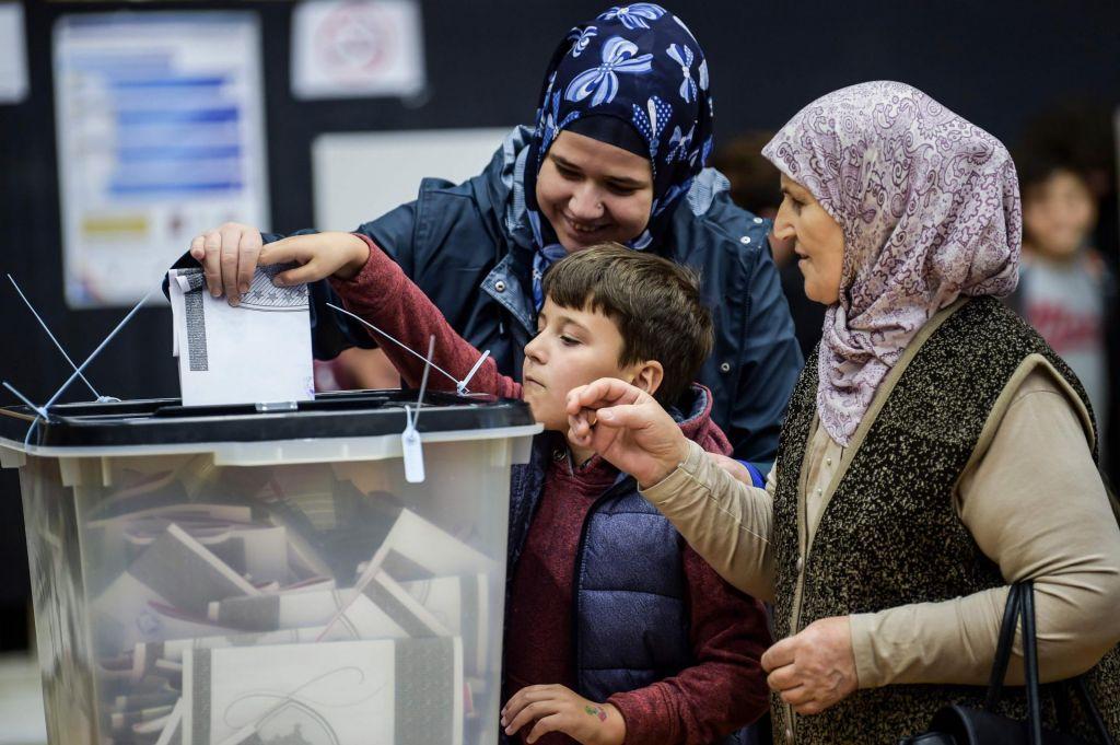 Vzporedne volitve: Na Kosovu izenačena LDK in Samoopredelitev