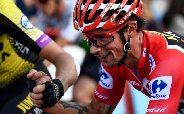 Primož Roglič je letos že osvojil rdečo majico najboljšega na Vuelti, morda bo tudi prestižno zlato kolo revije Velo Magazine. FOTO: AFP