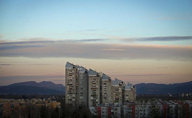 Cene stanovanjskih nepremičnin so v Sloveniji v drugem četrtletju glede na prvo zrasle za 1,3 odstotka, glede na drugo četrtletje lani pa za 5,8 odstotka. FOTO: Matej Družnik/Delo
