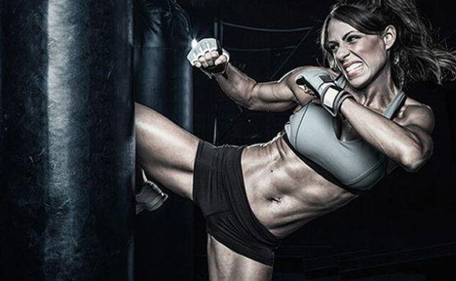 Čeprav ta udarec, direkt naravnost ali tudi malo od strani, ni najmočnejši, pa velja za najpomembnejšega v boksu.Foto: Shutterstock