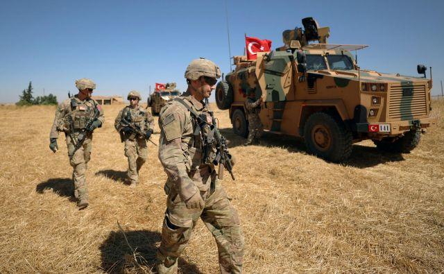 Turčija se pospešeno pripravlja za invazijo na pretežno kurdska območja na severu Sirije. FOTO: Rodi Said/Reuters