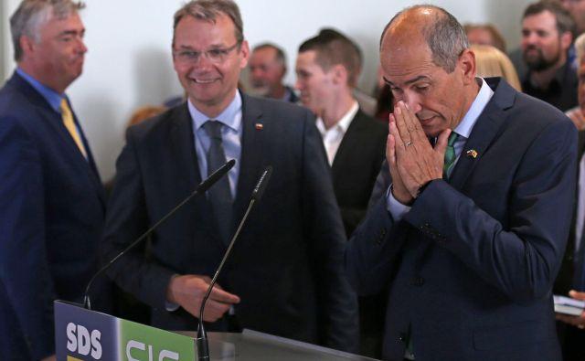 Stranki SLS in SDS, ki sta na evropskih volitvah nastopili s skupno listo, vabita na četrtkov protest. Na razširjeni seji izvršilnega odbora SLS danes razpravljajo predvsem o organizaciji. FOTO: Tomi Lombar/Delo