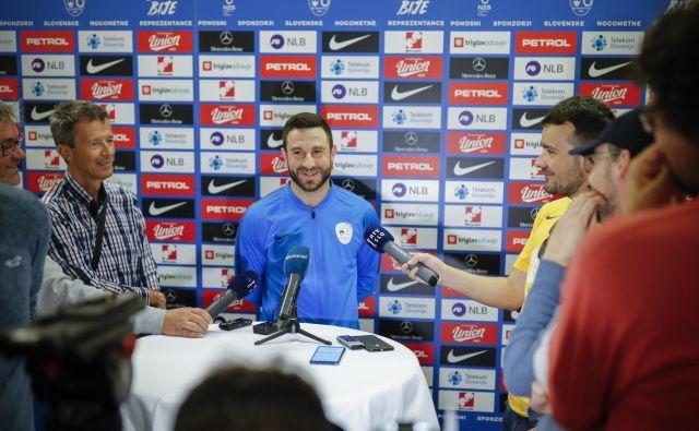 Kapetan Bojan Jokić je bil na zboru reprezentance v Ljubljani med najbolj obleganimi igralci. FOTO: Uroš Hočevar