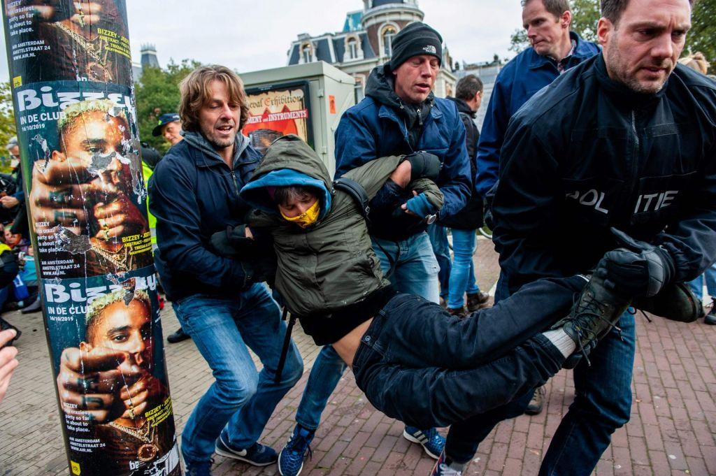 FOTO:Množične aretacije podnebnih aktivistov