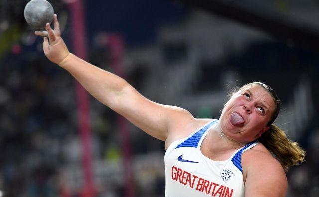 Portret Britanke Sophie McKinna v akciji na svetovnem prvenstvu v atletiki, ki te dni poteka v Dohi. FOTO: Kirill Kudryavtsev/AFP