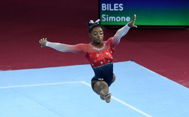 Simone Biles je zdaj sama na vrhu med telovadkami po številu kolajn s svetovnih prvenstev. FOTO AFP