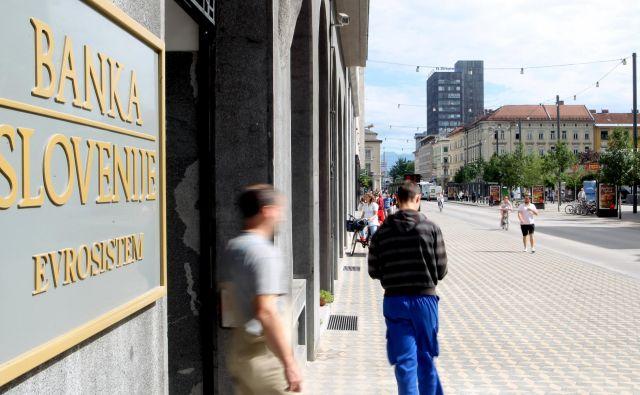 Banka Slovenije bankam že tri leta priporoča previdnost pri posojilih gospodinjstvom, zdaj pa napoveduje zaostritev ukrepov. FOTO: Roman Š�ipić/Delo