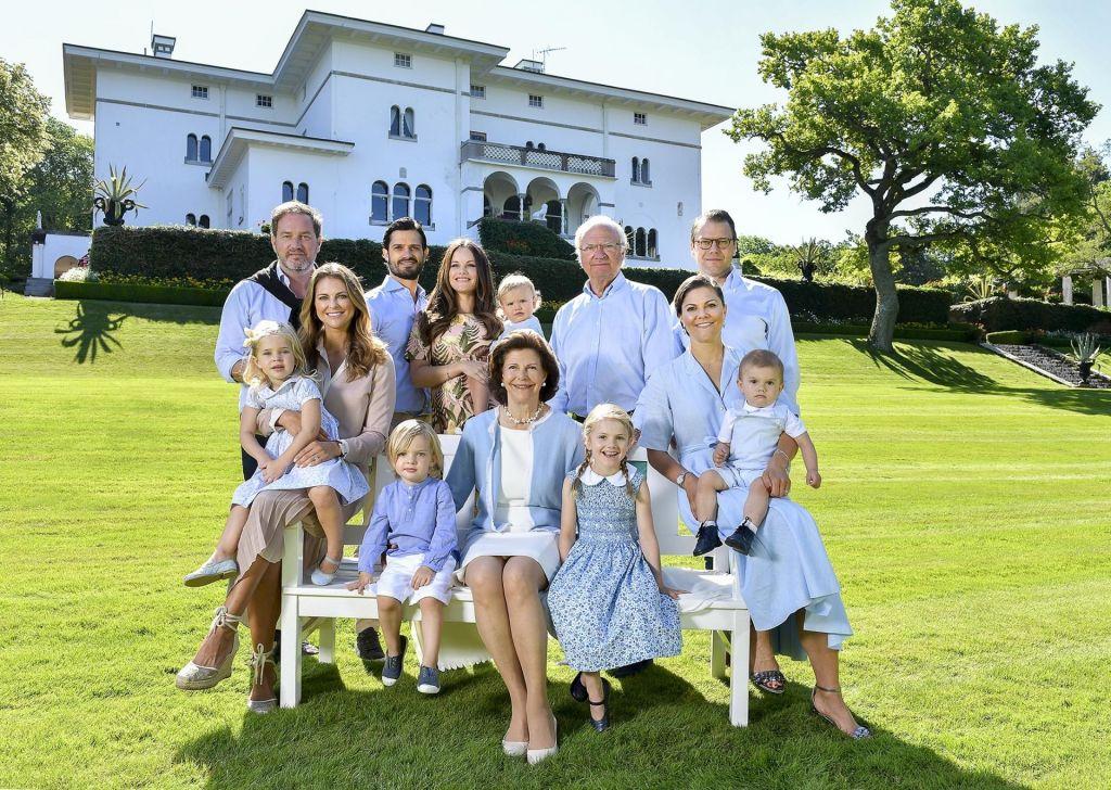 Švedski kralj z dvora umika pet vnukov