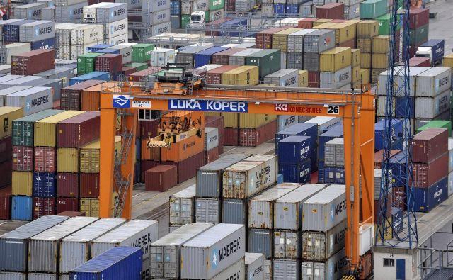 Zmanjšanje proizvodnje vozil delno vpliva tudi na pretovor kontejnerjev, saj se preko Kopra oskrbujejo proizvodni obrati v državah srednje Evrope. Foto Reuters