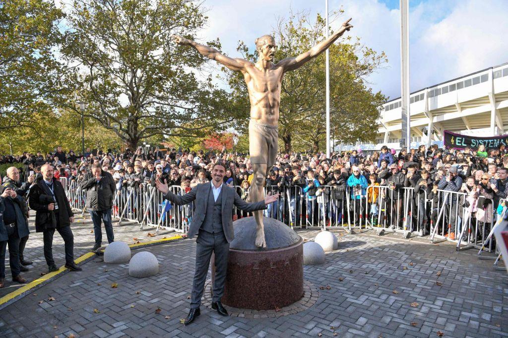 FOTO:Zlatan Ibrahimović v Malmöju dobil svoj kip (VIDEO)