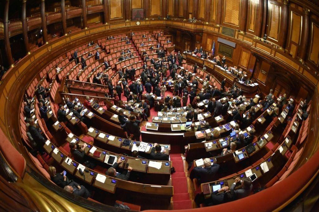 Varčevanje na račun demokracije in v škodo Slovencev