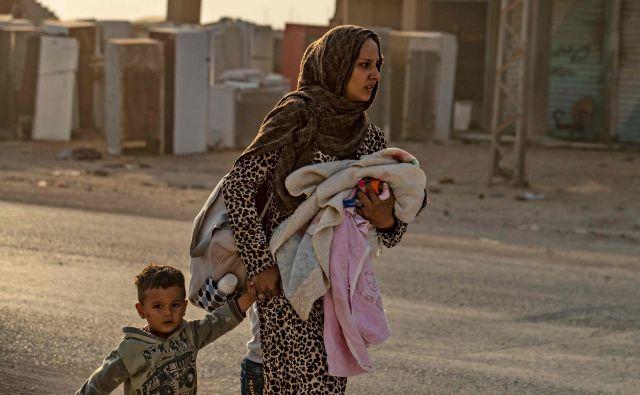EU se bo izza svojih fizičnih zidov in zidov ignorance oglasila šele, ko bodo pred njenimi obalami novi begunci. FOTO: AFP