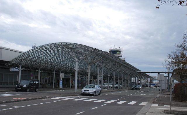 Mediji so sprva poročali o eksploziji v bližini linškega letališča. Prizorišče nesreče je namreč v njegovi bližini. FOTO: Wikipedia