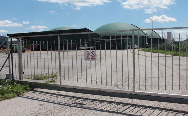 Ecosova bioplinarna ne deluje že od jeseni leta 2017. Posnetek je iz časa ustavitve, zdaj je v bistveno slabšem stanju. FOTO: Jože Pojbič/Delo