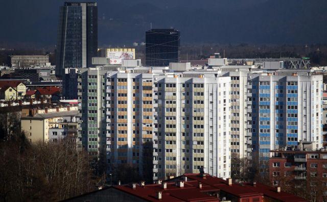 Koliko je stanovalcev v kakšnem bloku, je težko ugotoviti. FOTO: Roman Šipić/Delo
