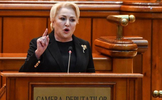 Čeprav njena vlada ni bila popolna, je brez dvoma delovala v korist Romunov, je v parlamentu poudarila Viorica Dancila. FOTO: Daniel Mihailescu/AFP