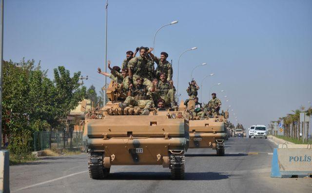 Spopadi so za zdaj omejeni na približno stokilometrski pas med mestom Ras al Ain in Tal Abjad.Foto: Reuters