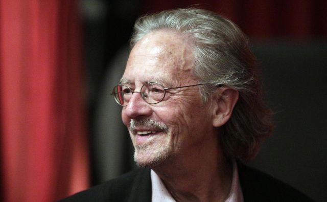 Peter Handke je bil več zadnjih let v igri za Nobelovo nagrado, letos ga je ta čast vendarle doletela. FOTO: AFP