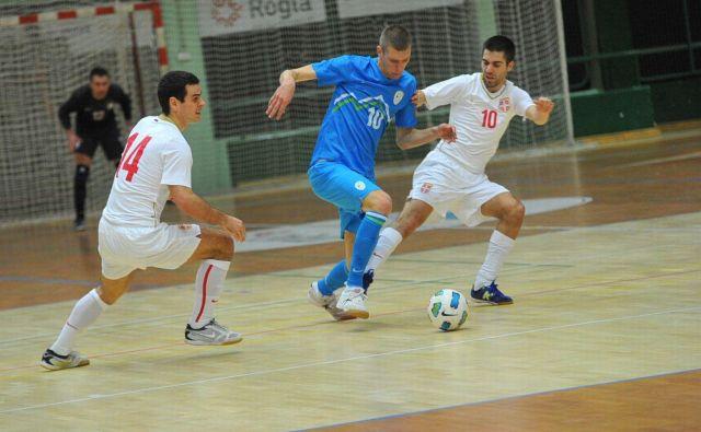 Dobovec Pivoarna Laško je tudi drugo tekmo na kvalifikacijskem turnirju zanesljivo zmagal, potem ko je bil boljši od Mostarja. Med strelci je bil tudi Alen Fetić (v sredini). FOTO: Drago Perko