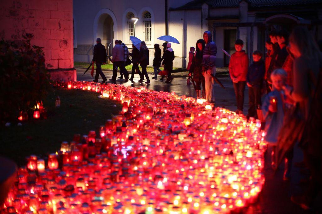 FOTO:Raje svečo manj kot izbrati ekološko, ki to ni