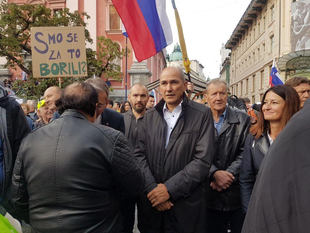 FOTO:Janez Janša na shodu: Slovenijo so spremenili v hišo laži in globoko državo