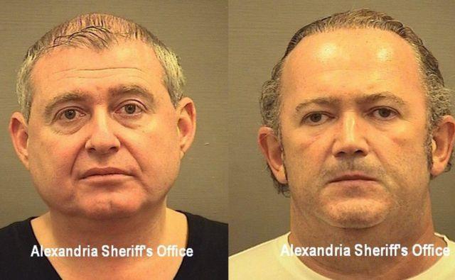 Lev Parnas in Igor Fruman, tesna sodelavca osebnega odvetnika ameriškega predsednika Donalda Trumpa, po aretaciji na letališču Dulles Foto AFP