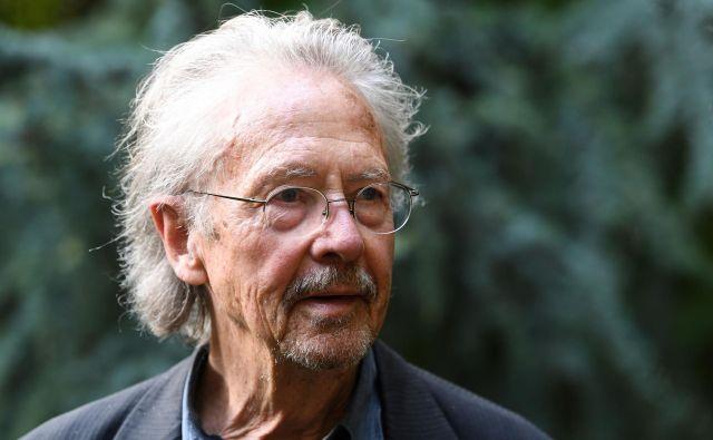»To je današnja Švedska: apologet vojnih zločinov prejme Nobelovo nagrado, medtem ko se je država s polno mero vpletla v uničenje osebnosti Juliana Assangea, ki je resničen heroj našega časa,« je odločitev Švedske akademije komentiral Slavoj Žižek. FOTO: Alain Jocard/AFP